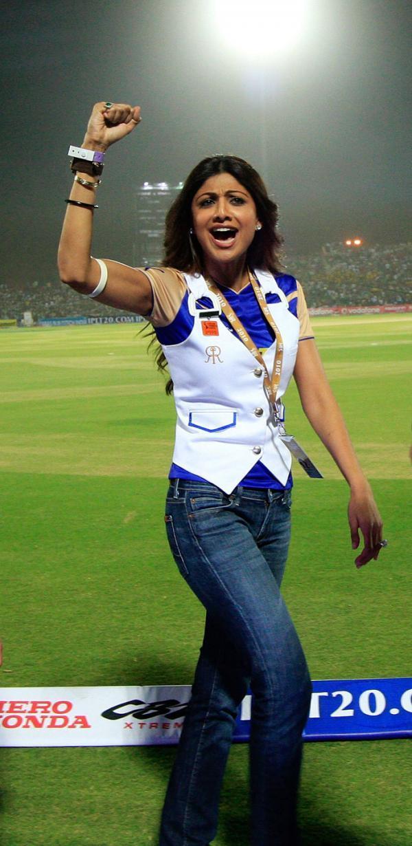 Shilpa-Cheering.jpg